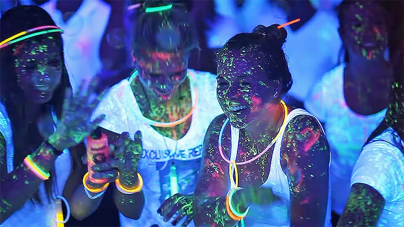 How many black lights do i need for a party Amplifying Glow Effect