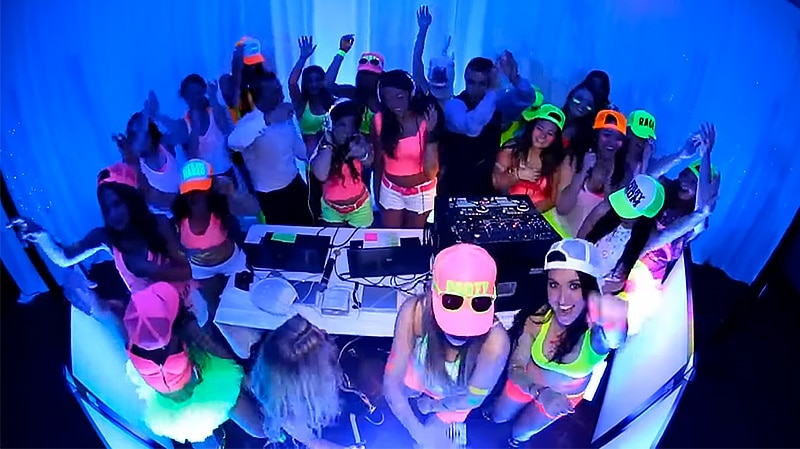 How many black lights do i need for a party